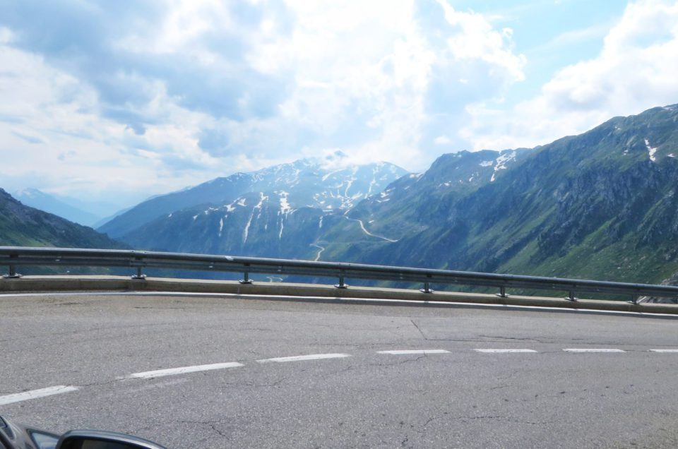 Furkapass 2427 metrów – przejazd autem podnoszący ciśnienie w żyłach